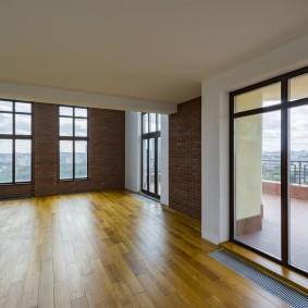 Ламинированный пол в квартире свободной планировки