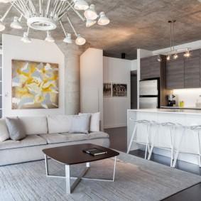 Бетонные столбы в квартире студийного типа