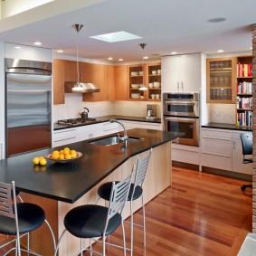 Кухонный остров в трехкомнатной квартире