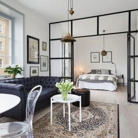 Прозрачная перегородка между спальней и гостиной