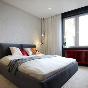 Светлая спальня с минимумом мебели
