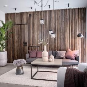 Декорирование рейками акцентной стены в комнате