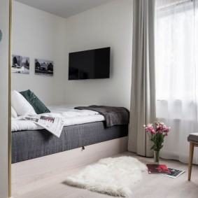 Спальное место в нише стены гостиной