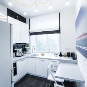 Белая кухня в панельном доме