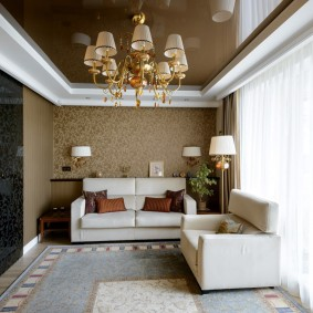 Натяжной потолок коричневого цвета