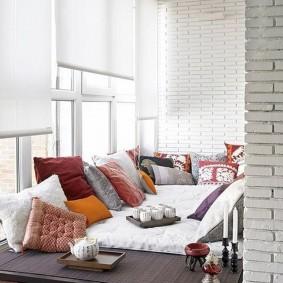 Рулонные шторы на холодном балконе