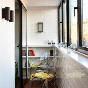 Утепленный балкон в трехкомнатной квартире