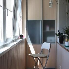 Купейный шкаф на теплом балконе