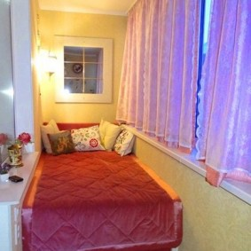 Интерьер спальни на утепленной лоджии