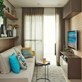 Небольшая гостиная в двухкомнатной квартире