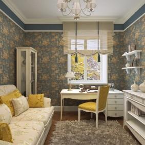 Желтые подушки на диване в гостиной