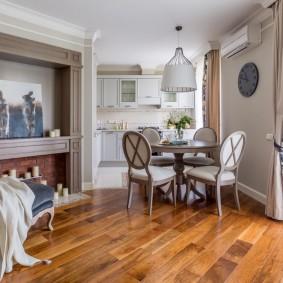 Деревянный пол в квартире стиля неоклассицизм