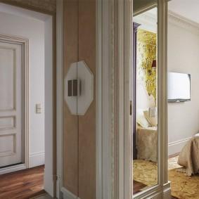 Интерьер узкого коридора в квартире многоэтажного дома