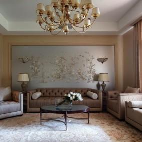 Декор акцентной стены в квадратной гостиной