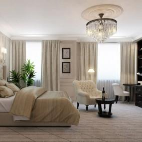 Просторная спальня с телевизором на стене
