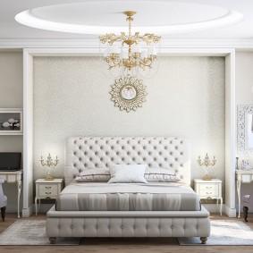 Симметричная расстановка мебели в спальне неоклассического стиля
