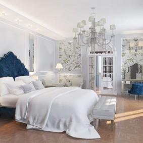 Шикарная кровать с высоким изголовьем
