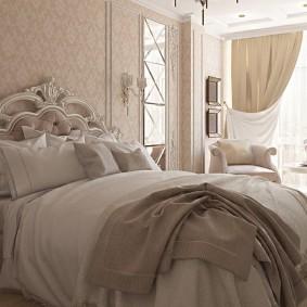Роскошный декор изголовья кровати из массива дерева