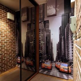 Декор фотообоями стены в прихожей стиля лофт