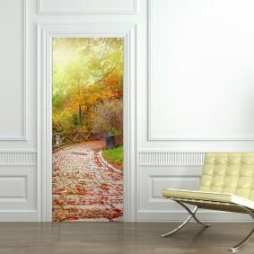 Оклейка двери обоями с фотопечатью