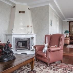 Угловой камин в гостиной частного дома