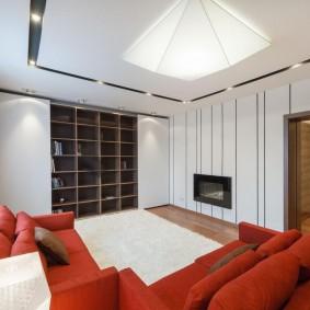 Красная мебель в небольшой комнате
