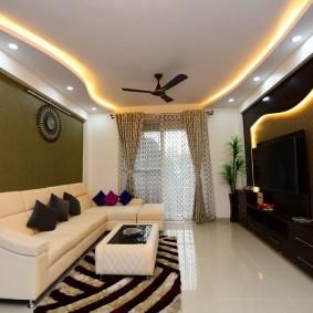 Декоративная подсветка потолка в маленькой гостиной