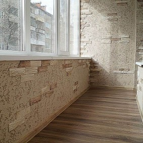 Комбинированная отделка стен на лоджии