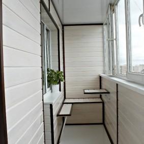 ПВХ-окна на балконе с теплыми стенами