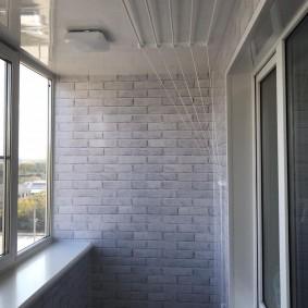 Сушилка лиана на потолке балкона