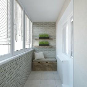 Белый потолок на балконе трехкомнатной квартиры