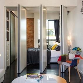 Складная перегородка в однокомнатной квартире