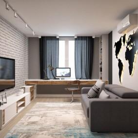 Карта мира с подсеткой на стене над диваном