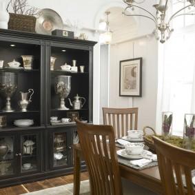 Черный шкаф с полками для столовой посуды