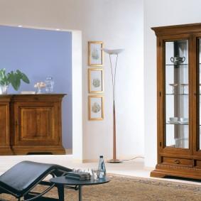 Шкаф-витрина с полками из стекла