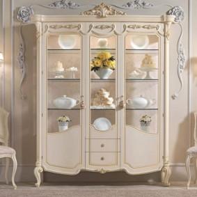 Классическая мебель цвета слоновой кости