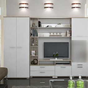 Светлая стенка в гостиной современного стиля