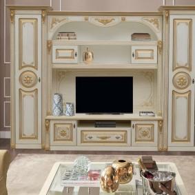 Декор мебельной стенки в классическом стиле