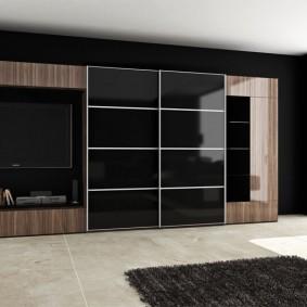 Купейный шкаф с дверцами из стекла