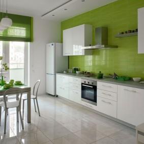 Белые шкафы на зеленой стене