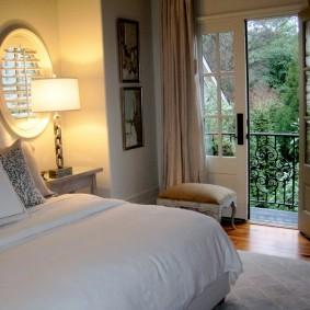 Распашные двери на открытый балкон
