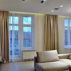 Декорирование окон в большой гостиной