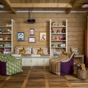 Интерьер комнаты в доме из бруса