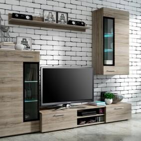 Стенка с телевизором на фоне кирпичной кладки