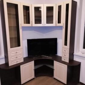 Угловой гарнитур в гостиную с местом для телевизора
