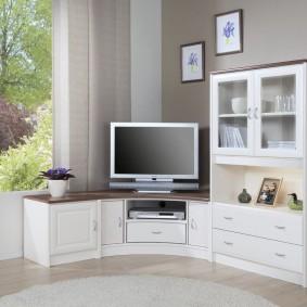 Современная стенка для размещения телевизора в интерьере гостиной
