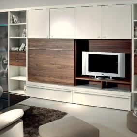 Потайная ниша для ТВ в мебельной стенке