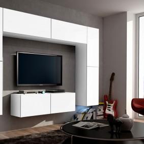 Белые модули мебельной стенки
