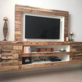 Подвесная стенка из массива дерева