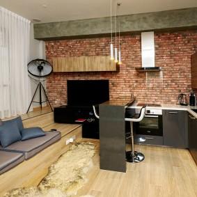 Обои под кирпич в интерьере студии площадью 25 квадратов